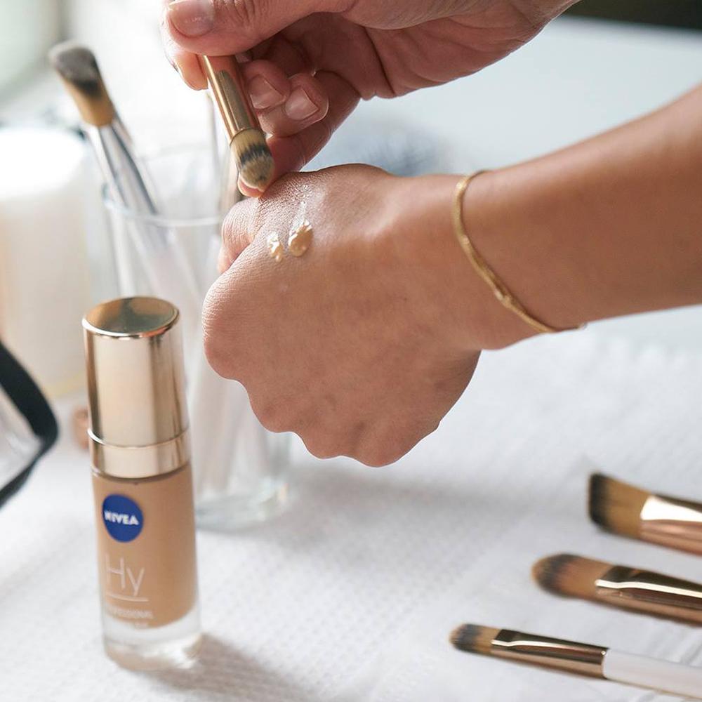 2x30ml NIVEA Professional Hyaluronsäure Make-Up - Anti..